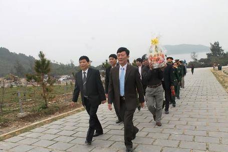 Lực lượng BĐBP cùng với gia đình Đại tướng tất bật làm bánh chưng để dâng cúng Người.
