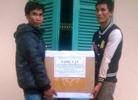 2 đối tượng người Lào cùng tang vật tại cơ quan điều tra