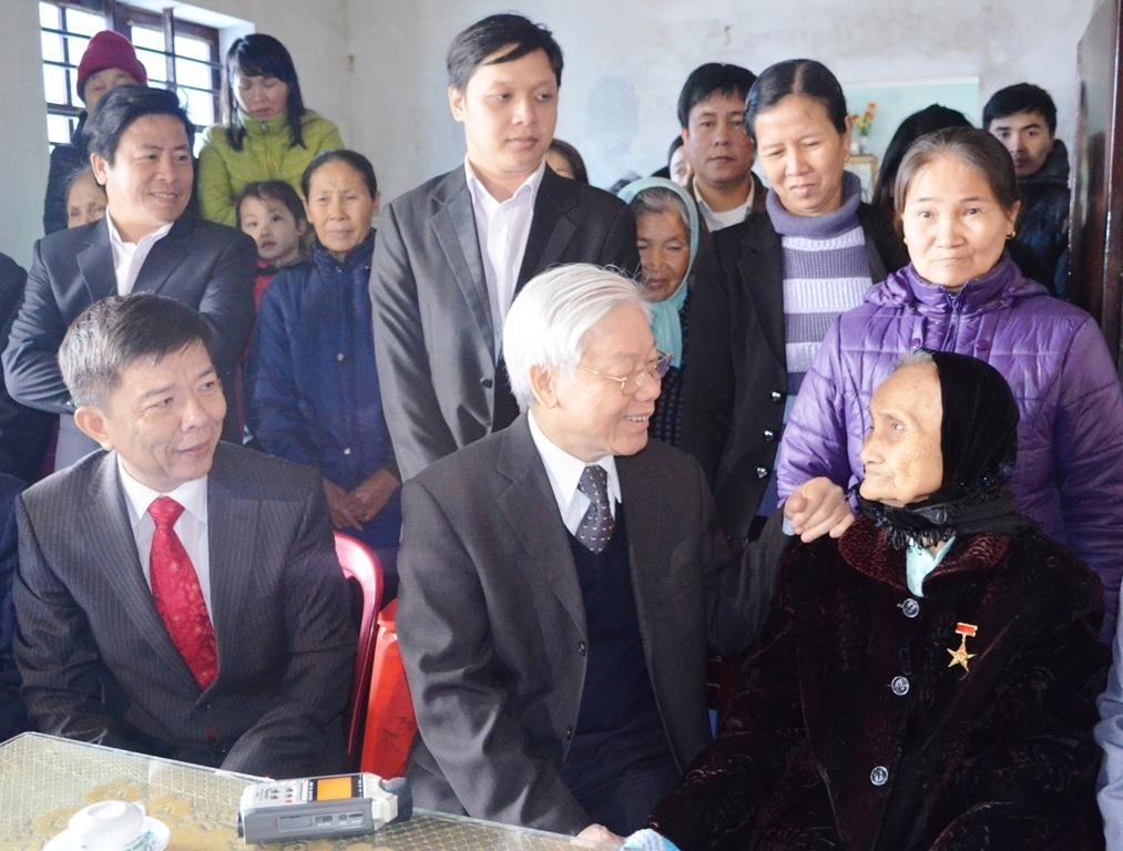 Tổng Bí thư Nguyễn Phú Trọng thăm hỏi thân mật