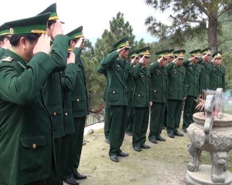 Đảng ủy BĐBP Quảng Bình dâng hương viếng mộ Đại tướng Võ Nguyên Giáp tại Vũng Chùa - Đảo Yến