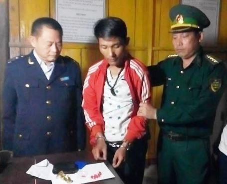 Đối tượng Nguyễn Văn Hiếu được lực lượng chức năng dẫn giải về cơ quan điều tra
