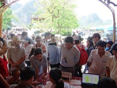 Nhiều quầy bán vé được mở để phục vụ du khách