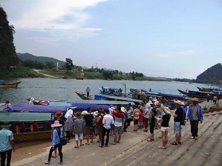 Dịp lễ năm nay, tại động Phong Nha, Tiên Sơn,... lượng du khách đến tham quan tăng đột biến