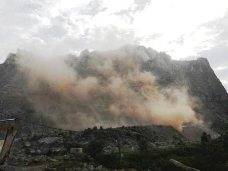 Mỏ đá Lèn Bảng (ở xã Tiến Hóa, huyện Tuyên Hóa) nơi xảy ra nhiều vụ tai nạn thương tâm