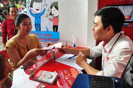 Nhân viên Home Credit được chú trọng đào tạo về kiến thức và kỹ năng tư vấn khách hàn