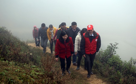 Hành trình đến với bà con nghèo ở huyện Si Ma Cai