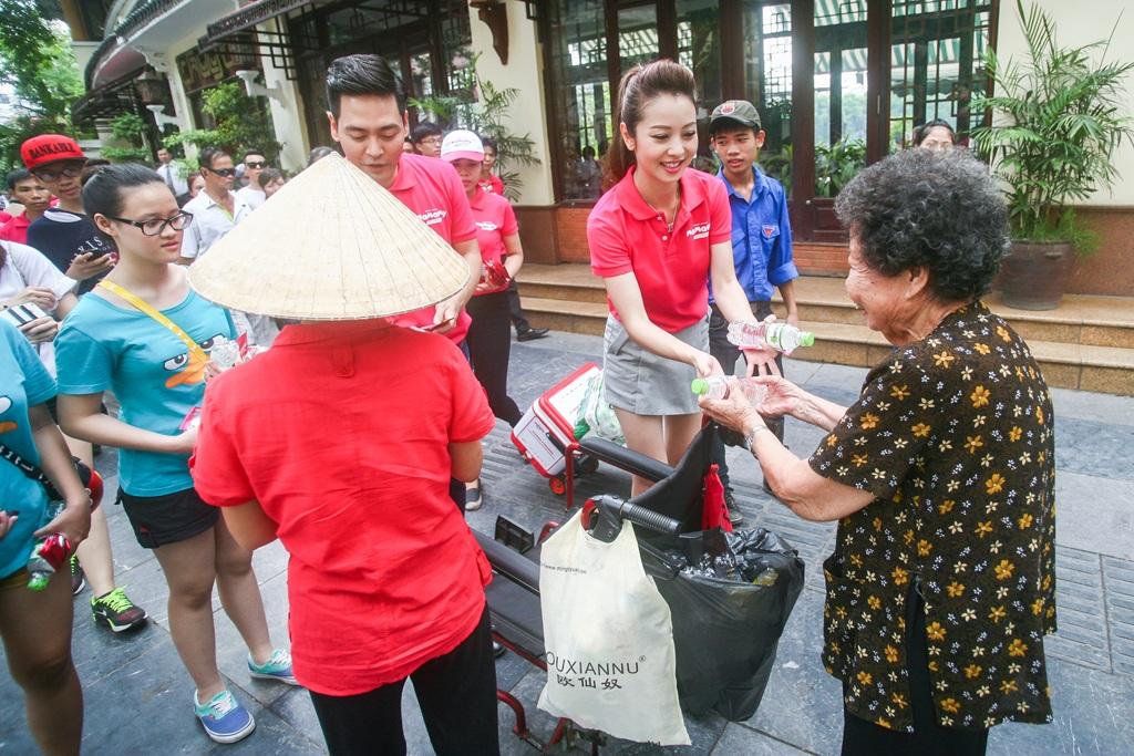 Jennifer Phạm và MC Phan Anh cùng tham gia chiến dịch