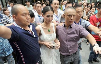 """Trương Bá Chi lộ thân hình """"cò hương""""  - 12"""