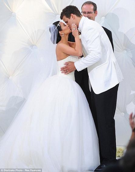 Những hình ảnh giờ mới công bố về đám cưới triệu đô của cô Kim - 7