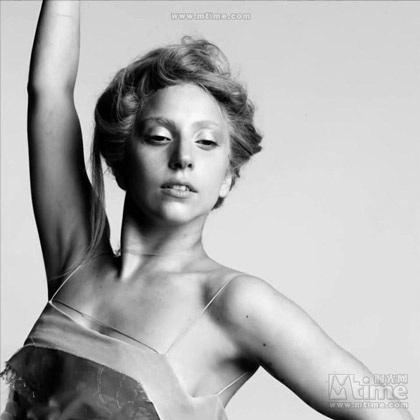 Lady Gaga khiến thợ săn ảnh bận rộn vì... váy ren - 10