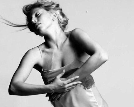 Lady Gaga khiến thợ săn ảnh bận rộn vì... váy ren - 14
