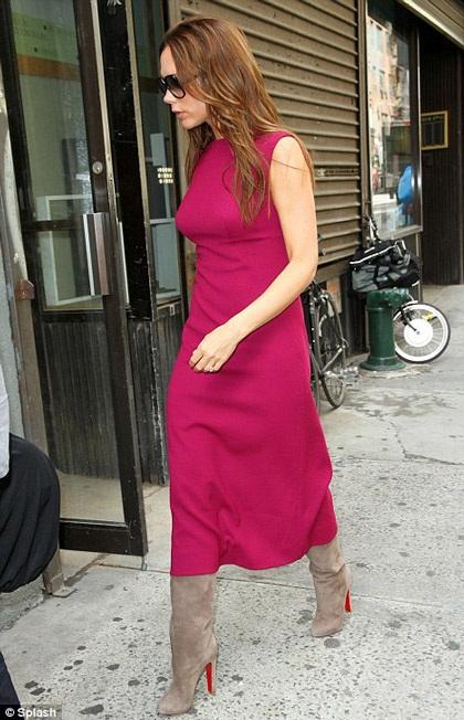"""""""Bà Beck"""" bế con gái mới sinh dự tuần lễ thời trang New York - 5"""