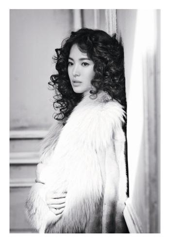Song Hye Kyo: Tóc xoăn quyến rũ - 12