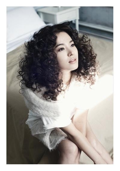 Song Hye Kyo: Tóc xoăn quyến rũ - 14