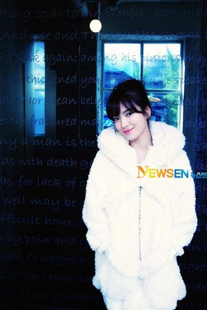 Song Hye Kyo: Tóc xoăn quyến rũ - 1