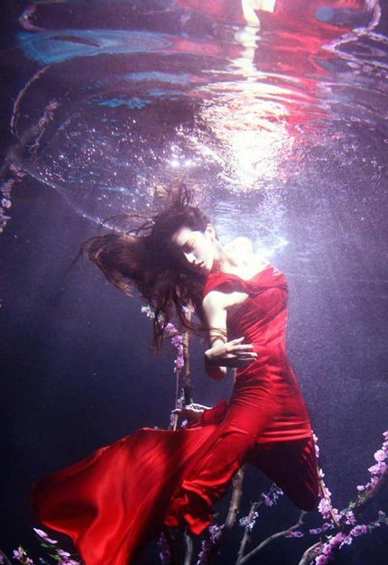 Ngắm Phan Sương Sương múa lượn dưới nước  - 6
