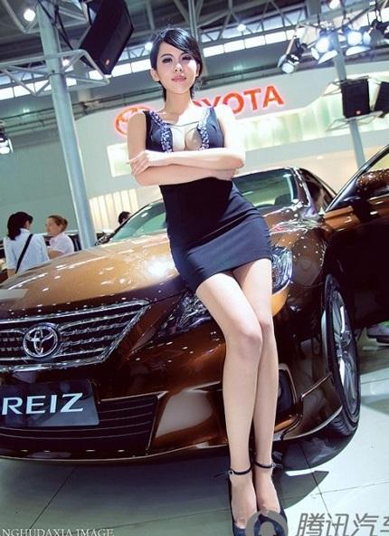 """Bóng hồng tiếp tục """"thiêu đốt"""" triển lãm ô tô Trung Quốc - 2"""