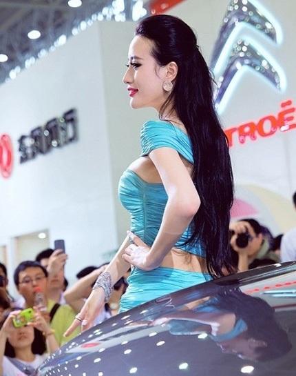 """Bóng hồng tiếp tục """"thiêu đốt"""" triển lãm ô tô Trung Quốc - 8"""