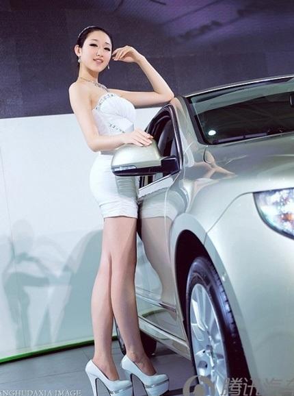 """Bóng hồng tiếp tục """"thiêu đốt"""" triển lãm ô tô Trung Quốc - 13"""