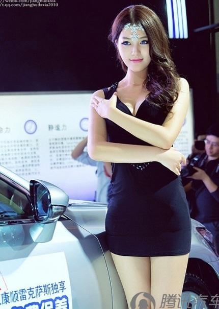 """Bóng hồng tiếp tục """"thiêu đốt"""" triển lãm ô tô Trung Quốc - 12"""