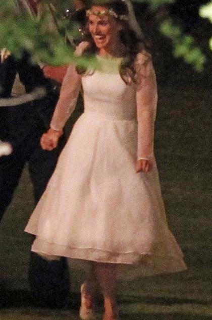 Cô dâu Natalie Portman chọn một chiếc váy rất giản dị cho ngày trọng đại của mình.
