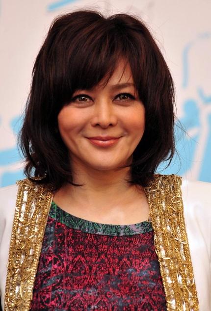 Cận cảnh gương mặt của Quan Chi Lâm ở tuổi 50.