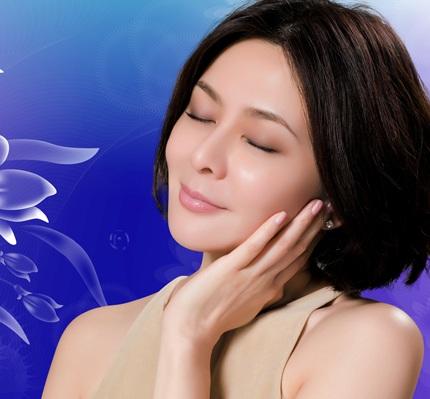 Vẻ đẹp vượt thời gian của Quan Chi Lâm khiến phụ nữ cùng trang lứa phải ngưỡng mộ.