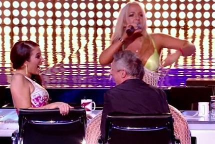 Thí sinh Lorna Bliss gây ấn tượng ngay từ trang phục biểu diễn.