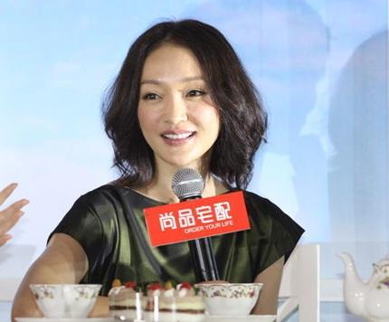 Châu Tấn gần đây thừa nhận rằng, cô đang gặp vấn đề về da, và phải uống thuốc dị ứng để điều trị.