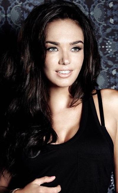 Tamara Ecclestone sở hữu gương mặt khá giống với Megan Fox