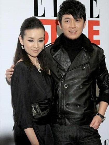 Vợ chồng Đổng Khiết tham dự một sự kiện vào năm 2011