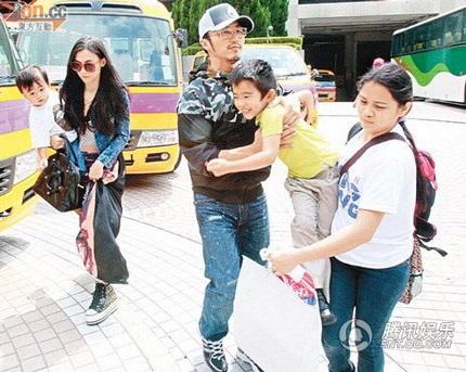 Giờ đây, cả Tạ Đình Phong và Trương Bá Chi đều cố gắng vì con cái.