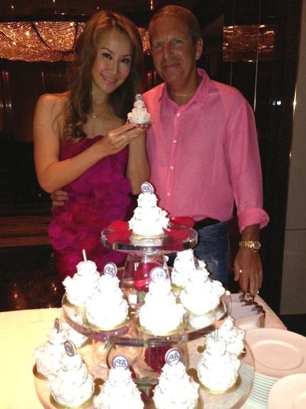 Coco Lee và chồng trong tiệc kỷ niệm 1 năm ngày cưới.