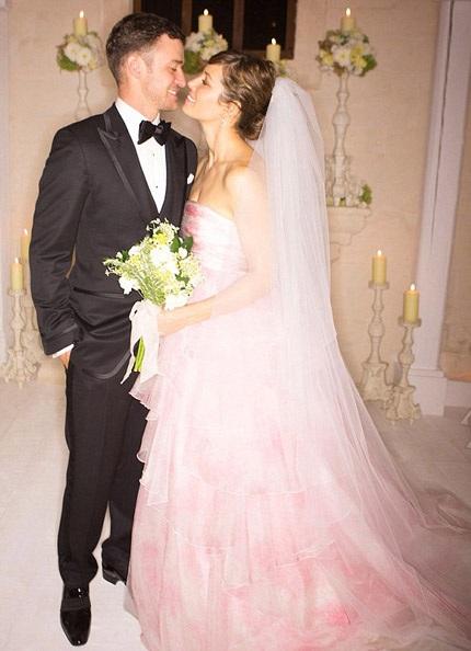 Justin Timberlake và Jessica Biel đã bán những bức ảnh cưới của họ cho tạp chí