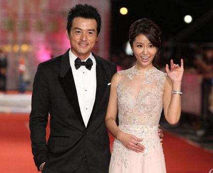 Cô sánh đôi cùng nam diễn viên Singapore Lý Minh Thuận