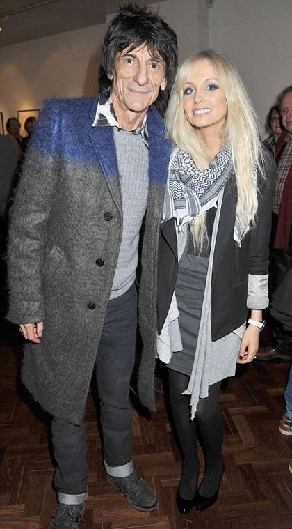 Ronnie Wood hạnh phúc bên vị hôn thê tương lai kém anh tới 31 tuổi.