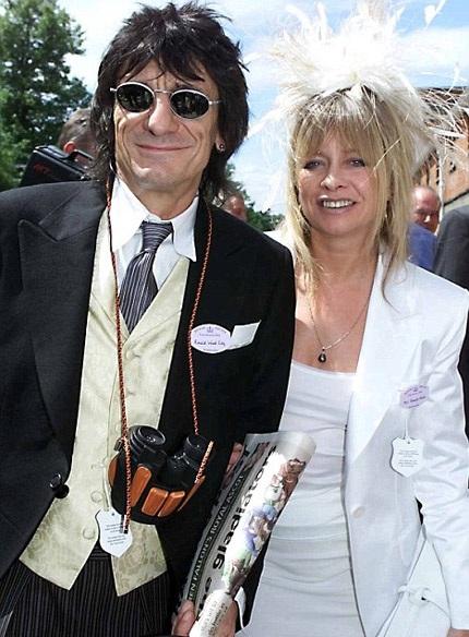 Ronnie và người vợ thứ hai, Jo Wood, đã có 23 năm gắn bó trước khi ly dị vào năm 2008.