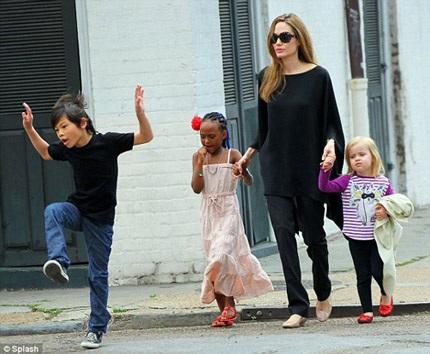 Angelina không phản đối chuyện các con gia nhập làng giải trí từkhi còn nhỏ.