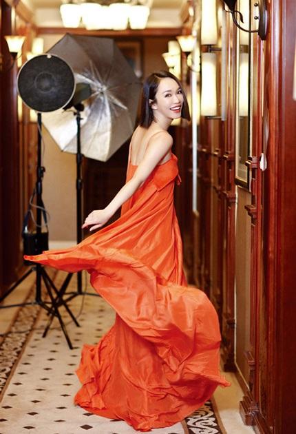 Ngẩn ngơ ngắm người đẹp không tuổi Phạm Văn Phương