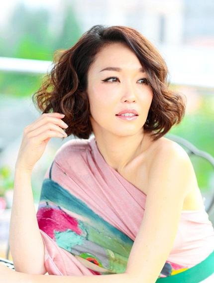 Phạm Văn Phương cho biết, ngoài đóng phim, cô còn viết sách, viết báo, tìm hiểu về thời trang...