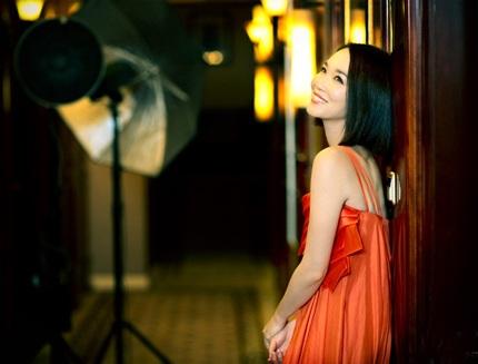 Nữ diễn viên Singapore cho biết, kết hôn với một người cùng ngành nghề là một lợi thế đối với cô.