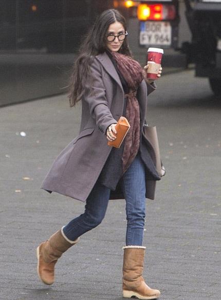 Demi Moore đi chơi ở Đức một mình sau khi các con lại tuyên bố từ mặt cô.