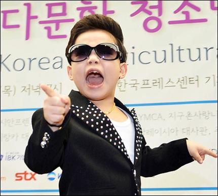 Cậu nhóc 7 tuổi này giờ được xem là một trong những ngôi sao của làn sóng Hàn Quốc