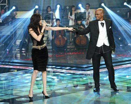 Sau đó, Jessie có màn song ca với hai cô gái Thiều Bảo Trang và Tiêu Châu Như Quỳnh trong