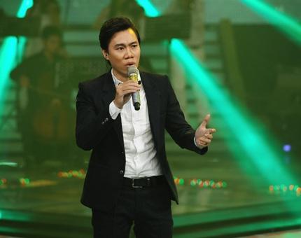 Kiên Giang trình bày ca khúc