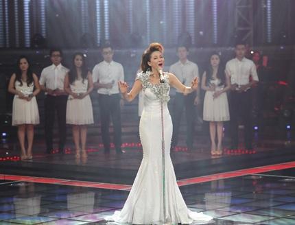 Đinh Hương hát ca khúc