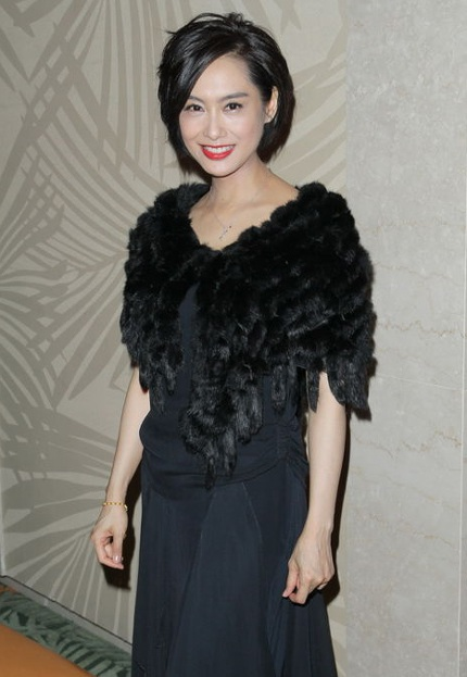 Chu Ân xuất hiện tại một bữa tiệc từ thiện ở Ma Cao, tối 28/1, sau 3 tháng sinh con gái.