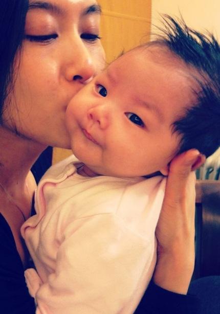 Chu Ân và cô con gái nhỏ