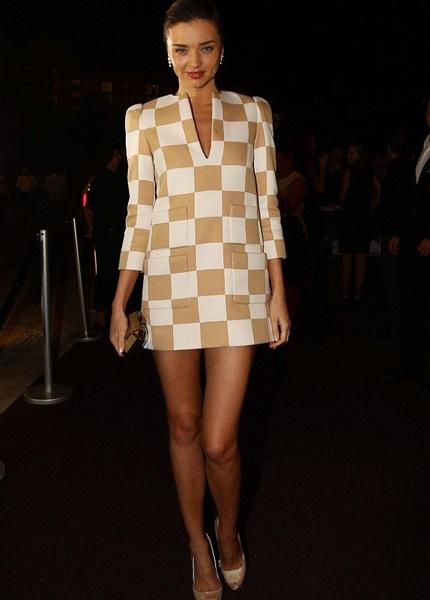 Trước tin đồn hôn nhân rạn nứt, siêu mẫu Miranda Kerr đi nghỉ một mình