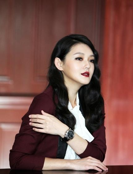 Từ Hy Viên trong quảng cáo cho nhãn hiệu đồng hồ cao cấp.